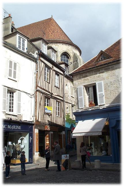 The winding streets of Senlis